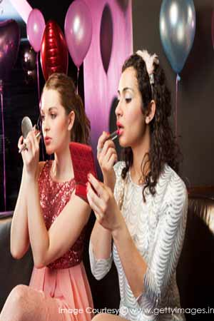 girls getting ready for party