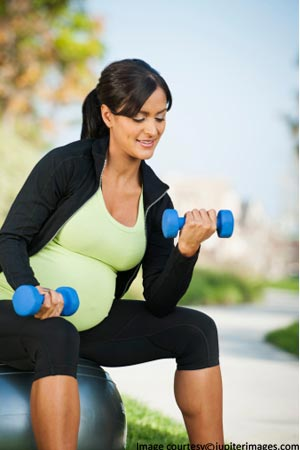 Expectant mom doing exercise to keep herself fit