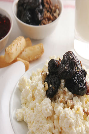 prunes and curd served for breakfast
