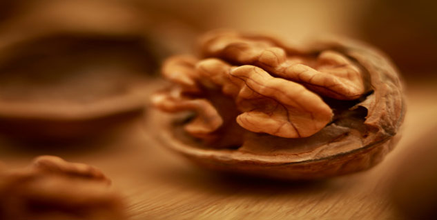 Walnuts for Thyroid in Hindi