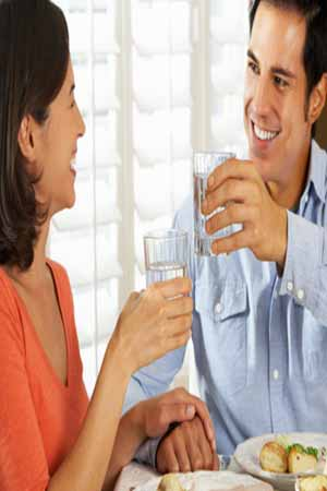 Negative Effects of Drinking Water While Eating