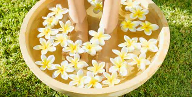 feet care in monsoon in hindi
