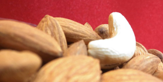 eating nuts reduces colorectal cancer risk