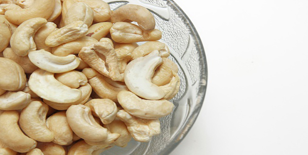 Cashew in Hindi