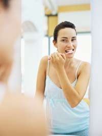 woman brush her teeth